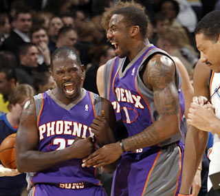 Jason Richardson (left) celebrates after he sinks the winning floater with 0.7 seconds left.  (Getty Images)
