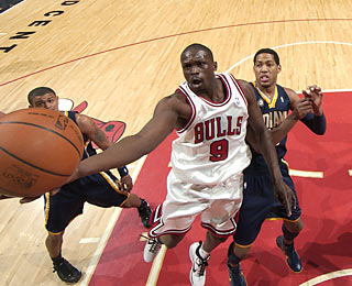 Luol Deng provides 11 points in a first-quarter run to help the Bulls jump ahead 35-12.  (Getty Images)