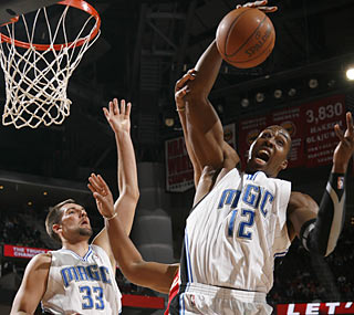 Dwight Howard makes it look easy. He finishes 11 for 11 from the field and grabs 16 boards.  (Getty Images)