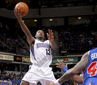 Rookie Tyreke Evans continues his strong play, pouring in a game-high 22 points.  (Getty Images)