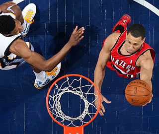 Brandon Roy (25 points) helps the Blazers battle back from a 14-point hole.  (Getty Images)