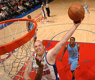 Chris Kaman notches 18 points along with 14 boards in the win over the Jazz.  (Getty Images)