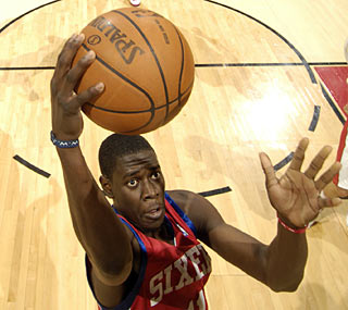 Philadelphia's Jrue Holliday has 21 points and the 76ers snap their losing streak.  (Getty Images)