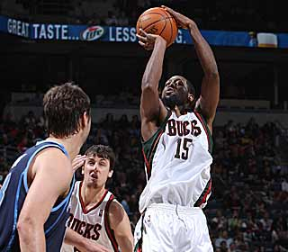 John Salmons leads the Bucks with 24 points as their hot streak continues. (Getty Images)