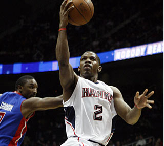 Joe Johnson does his part for the on-target Hawks, shooting 10 of 15 on his way to 26 points.  (AP)