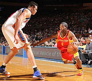 Aaron Brooks makes key baskets late to secure a Rockets win over the Knicks. (Getty Images)