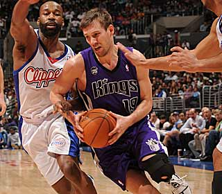 With star rookie Tyreke Evans out, Beno Udrih picks up the slack with 20 points and 17 dishes.  (Getty Images)