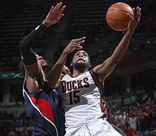 John Salmons rattles off nine straight points in the fourth to lead the Bucks' late charge. (Getty Images)