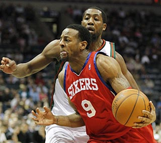 Andre Iguodala (14 points) and the Sixers catch John Salmons and the host Bucks on a bad night.  (AP)
