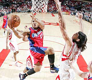 Eric Gordon scores five consecutive points down the stretch to seal a win for the Clippers. (Getty Images)