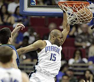Vince Carter punishes the Timberwolves for letting him make it into the lane. (AP)