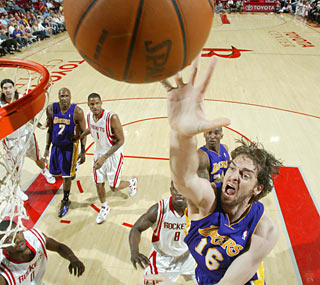 Pau Gasol scores a game-high 30 points to help send Houston to its fourth straight loss.  (Getty Images)