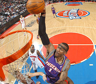 Amare Stoudemire attacks the rim for two of his 27 points, going 13 of 15 from the field.  (Getty Images)