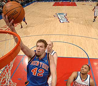 David Lee's 29 points help the Knicks top the Clippers in L.A. for the first time since 1998. (Getty Images)