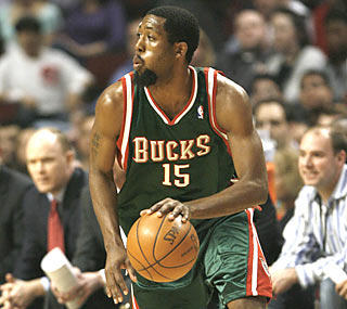 John Salmons, who returns to Chicago for the first time since being traded, hurts the Bulls with 26 points.  (AP)
