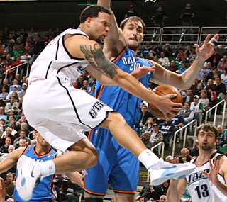 Deron Williams dazzles to help his Jazz move into second place in the West.  (Getty Images)