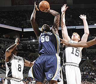 Zach Randolph does work in the paint. He scores 28 points and grabs 15 boards. (Getty Images)