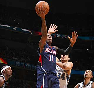 Jamal Crawford scores 28 points, leading the Hawks as they close in on third seed in the East. (Getty Images)