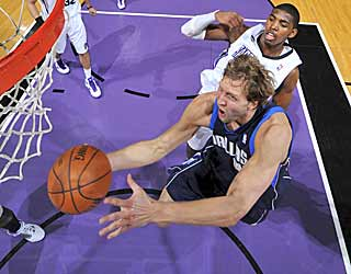 Dirk Nowitzki comes up one point short of scoring 40 on consecutive nights. (Getty Images)