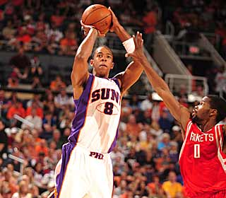 Channing Frye buries two key 3s late to propel the Suns to a win over the Rockets. (Getty Images)