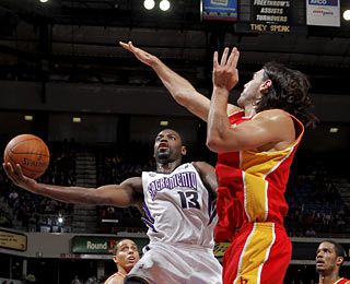 Tyreke Evans joins an elite group, averaging 20 points, five boards and five dimes as a rookie.  (Getty Images)