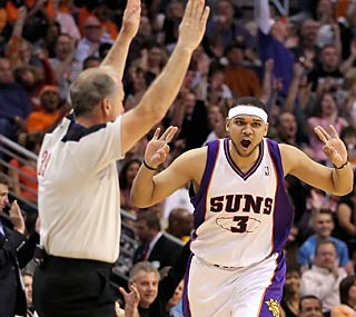Jared Dudley hits three of Phoenix's 14 3-pointers en route to an easy victory.  (Getty Images)