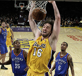 Pau Gasol adds 25 points and 12 rebounds as the Lakers hold off the Thunder in Los Angeles.  (AP)