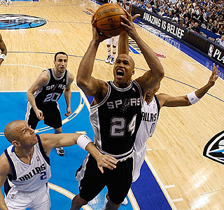 Richard Jefferson goes up for two of his 19 points in the San Antonio victory.  (Getty Images)