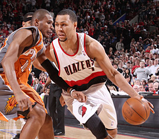 Brandon Roy plays 27 minutes and scores 10 despite having knee surgery eight days ago.  (Getty Images)