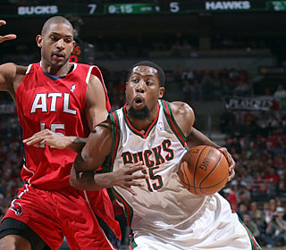 John Salmons (22 points) makes his presence felt in Game 3 against Al Horford's Hawks.  (Getty Images)
