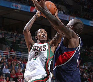 Brandon Jennings pours in a team-high 23 points to help the Bucks even the series.  (Getty Images)