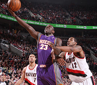 Jason Richardson drops 28 points, including five 3-pointers, to help the Suns advance.  (Getty Images)