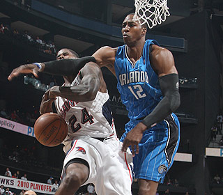 Dwight Howard gets in foul trouble early, but finishes with 21 points and 16 boards. (Getty Images)