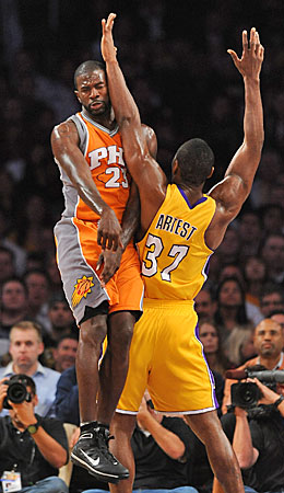 Jason Richardson will need to avoid being disrupted by Ron Artest. (Getty Images)