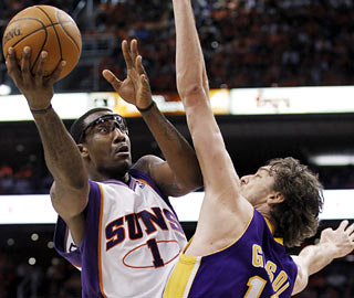 Amar'e Stoudemire ties a career playoff high with 42 points, including 29 in the second half.  (AP)