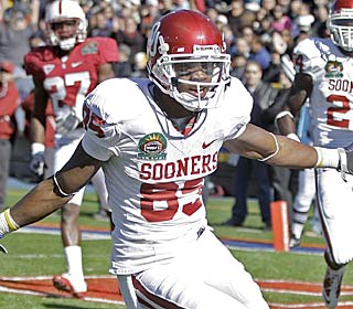 Ryan Broyles picks the perfect time for a career day, hauling in a school-record 13 catches.