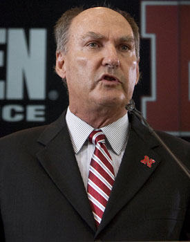 Jim Delany knows the SEC would suffer in a system with a 16-team Pac-10 and Big Ten. (AP)