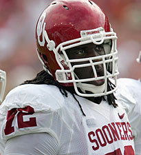 Sooners Outland Trophy finalist Duke Robinson specializes in knockdowns. (Getty Images)