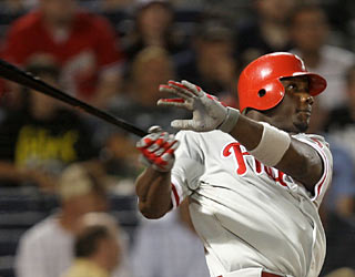 Ryan Howard finishes the game 3 for 3 at the plate, including home runs No. 29 and 30.  (AP)