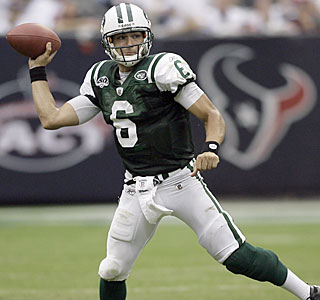Jets rookie quarterback Mark Sanchez completes 18 of 31 passes for 272 yards and a touchdown ...