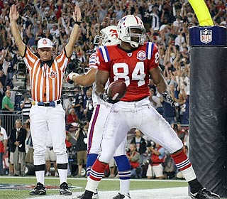 Benjamin Watson pulls in the winning touchdown pass from Tom Brady with 50 seconds remaining.