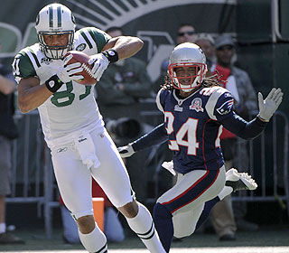 Jets tight end Dustin Keller hauls in the game's only touchdown on a 9-yard pass from Mark Sanchez.