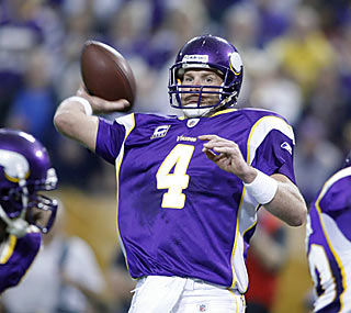 Brett Favre is flawless for the Vikings as he finishes with 278 yards and three touchdowns through the air.