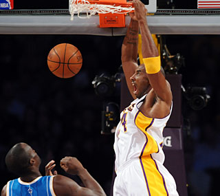 Kobe Bryant slams one home as the Lakers have no problem beating the Hornets.  (Getty Images)
