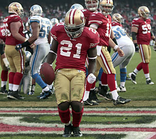 Frank Gore (152 total yards, TD) tops the 1,000-yard rushing mark for the fourth straight year.  (AP)