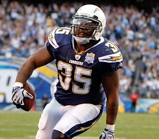 Chargers fullback Mike Tolbert strolls into the end zone with the winning score late in the 4th.
