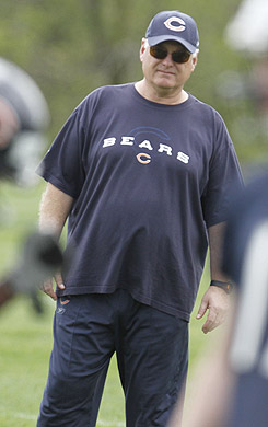It's up to Mike Martz to coach up Jay Cutler in Chicago. (AP)