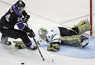 Marty Turco denies Alexander Frolov first in the shootout, then Dustin Brown and Jack Johnson. (AP)