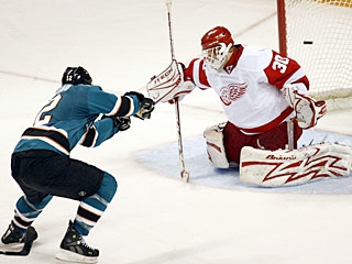 Patrick Marleau concludes the scoring for San Jose with his team-leading 24th goal. (AP)