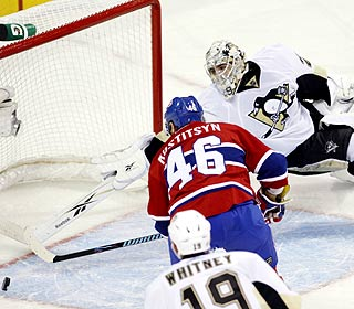 Andrei Kostitsyn beats Marc-Andre Fleury with 4:15 left to restore a two-goal lead for the Canadiens. (AP)
